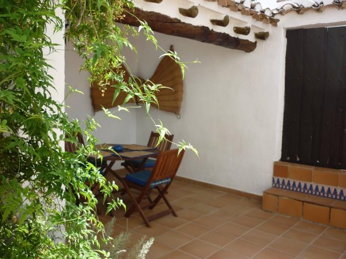 Location de vacances - Gîte à Fuentes de Cesna - ....mangez au dehors dans votre cour privée  de  Casita Perdiz