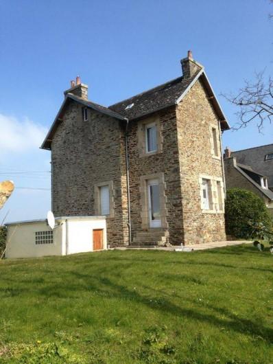 Location de vacances - Villa à Plestin-les-Grèves - Maison vue du jardin