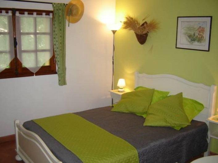"Location de vacances - Villa à Saint-Julien-de-Cassagnas - La chambre "" olives """
