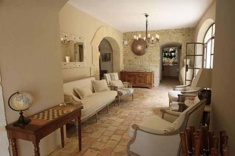 Location de vacances - Mas à Grillon - Couloir en direction de la cuisine