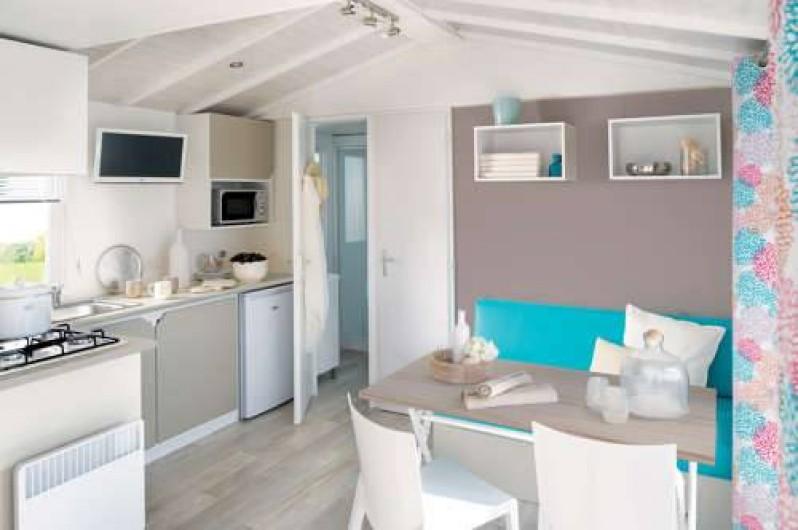 Location de vacances - Camping à Lyons-la-Forêt - Mobile-Home Loggia-séjour