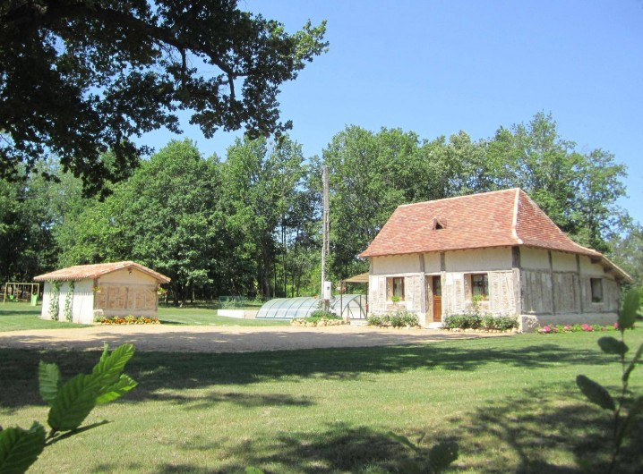 Location de vacances - Gîte à Saint-Laurent-des-Hommes - Maison vue à votre arrivée