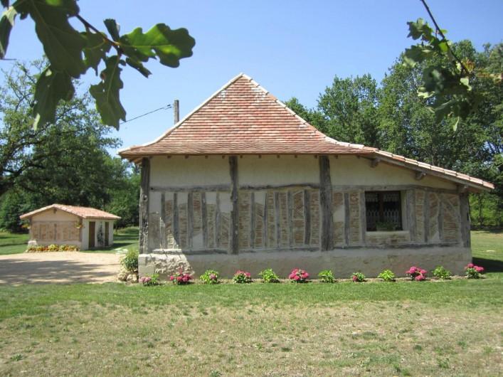 Location de vacances - Gîte à Saint-Laurent-des-Hommes - Mur typique en colombages