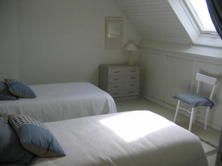 Location de vacances - Villa à Le Palais - grande chambre 2lits simples + un lit d'appoint