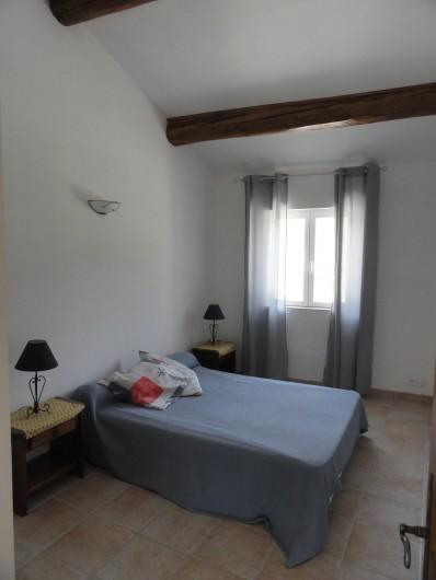 Location de vacances - Gîte à Cucuron - Une des deux chambres