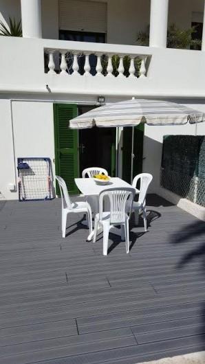 Location de vacances - Studio à Juan les Pins - Terrasse refaite en mars 2017 (image de mars 2017 sous le soleil)