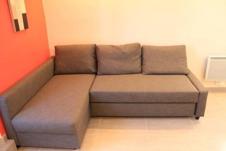 Location de vacances - Studio à Juan les Pins - banquette lit (2 personnes )d'angle