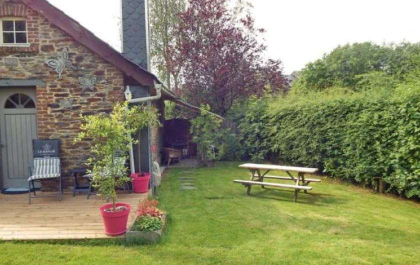Location de vacances - Gîte à Bertrix - Coin barbecue avec table pic-nic
