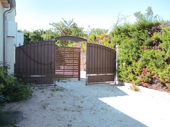 Location de vacances - Gîte à L'Isle-sur-la-Sorgue - votre place privée.