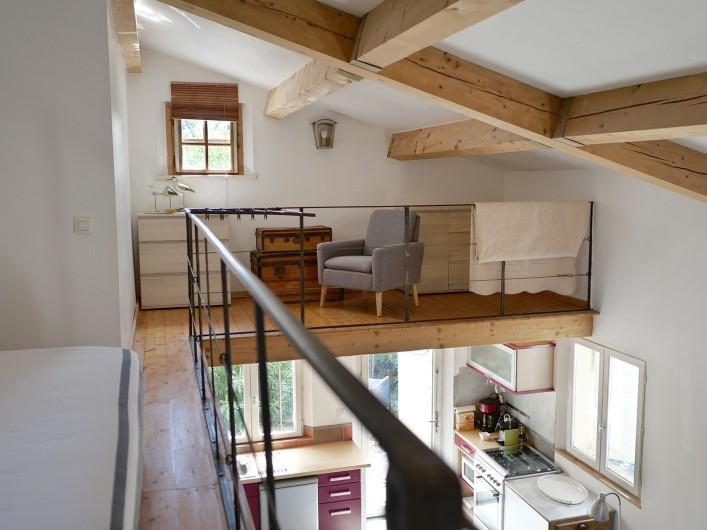 Location de vacances - Gîte à L'Isle-sur-la-Sorgue - petite mezzanine coin lecture
