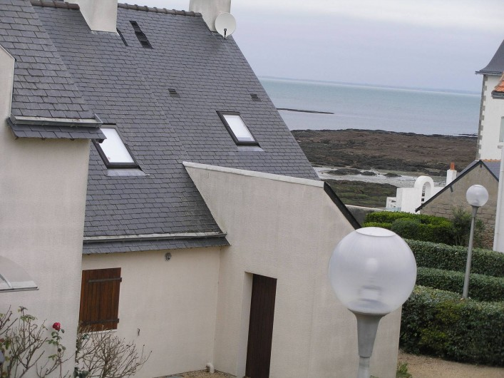 Location de vacances - Villa à Piriac-sur-Mer - vue sur mer de la fenetre de la premiere chambre