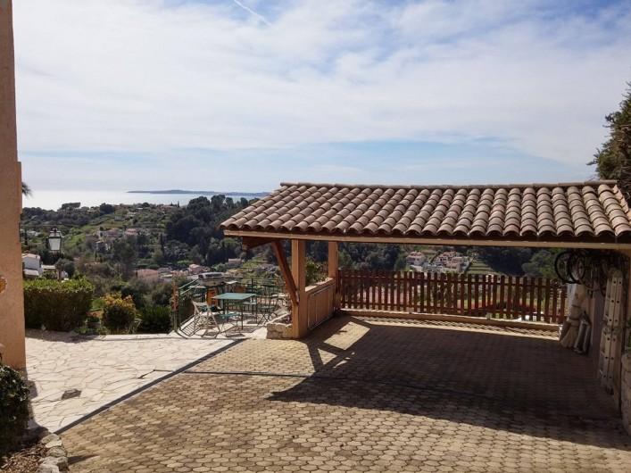 Location de vacances - Studio à Cagnes-sur-Mer - Parking couvert avec vue mer