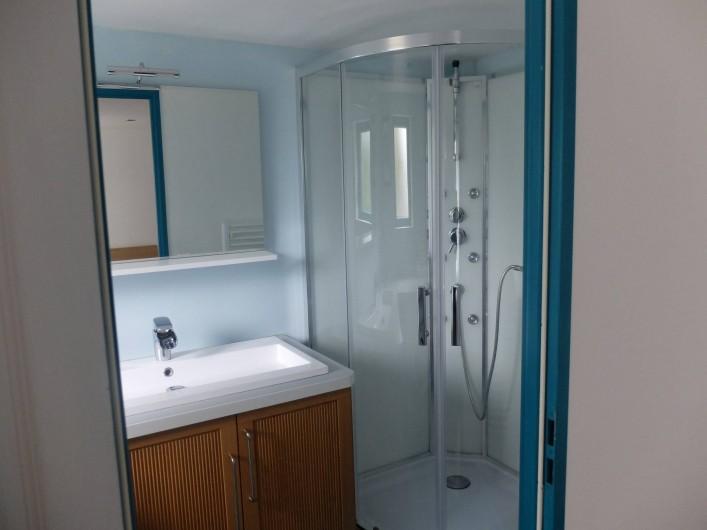 Location de vacances - Chalet à Plouër-sur-Rance - La salle de bain