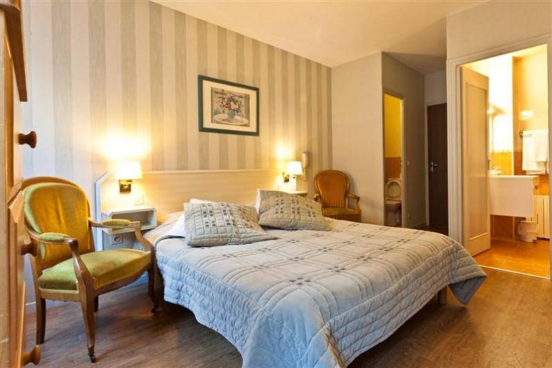 Location de vacances - Hôtel - Auberge à Cauterets - Chambre WC séparé de la salle de Bain
