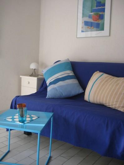 Location de vacances - Appartement à Bandol - Un rafraîchissement au salon