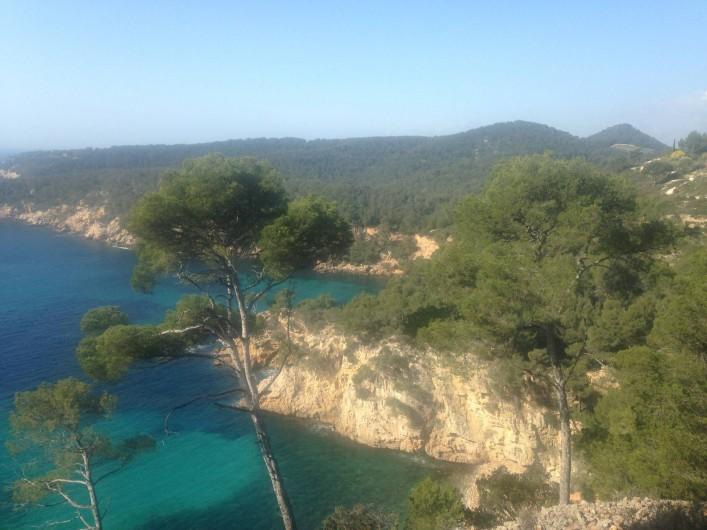 Location de vacances - Appartement à Bandol - Le chemin des Douaniers, vue sur la mer