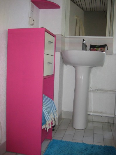Location de vacances - Appartement à Bandol - la salle de bain Bollywood