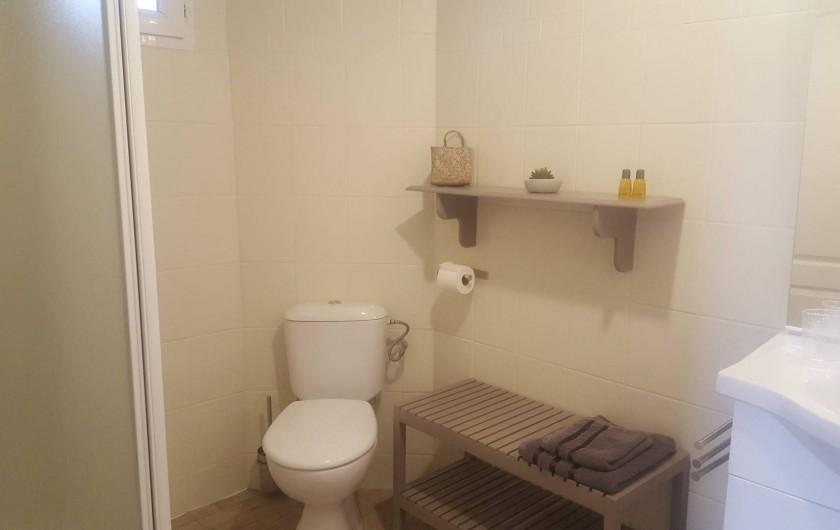 Location de vacances - Chambre d'hôtes à Cubnezais - Salle de douche avec WC privés