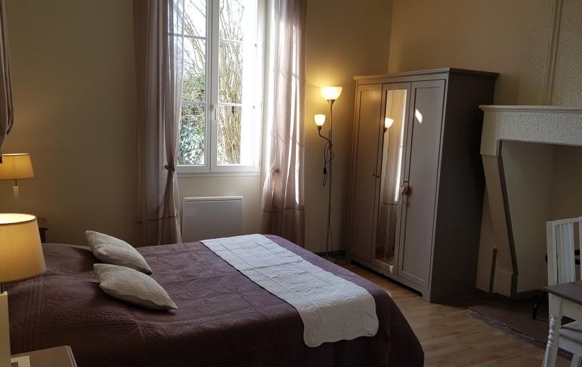 """Location de vacances - Chambre d'hôtes à Cubnezais - Chambre """"Muscadelle""""  Située au rez-de-chaussée"""