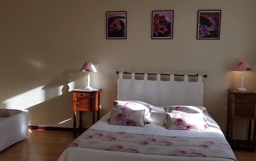 """Location de vacances - Chambre d'hôtes à Cubnezais - Chambre """"Merlot""""  Située à l'étage"""