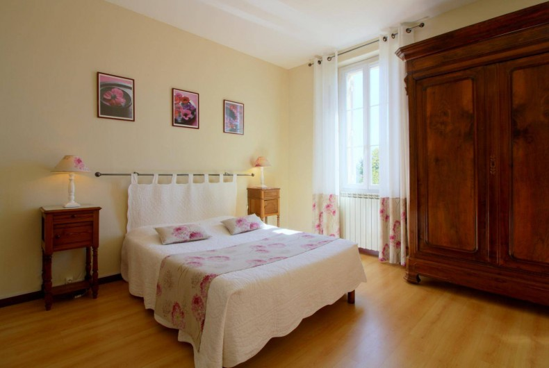 """Location de vacances - Chambre d'hôtes à Cubnezais - Chambre """"Sauvignon""""  Située à l'étage"""