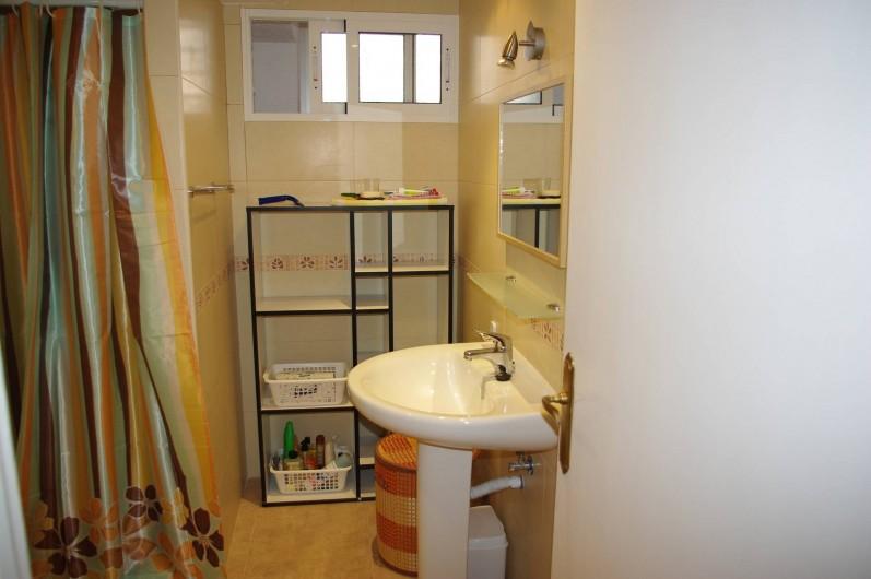 Location de vacances - Appartement à Alicante - Salle de bains avec douche, WC.