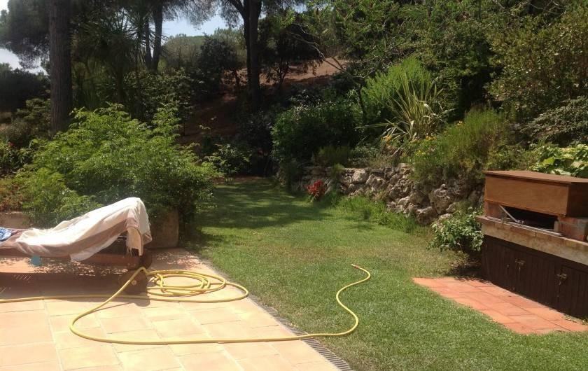 Location de vacances - Mas à La Croix-Valmer - Plancha et pelouse