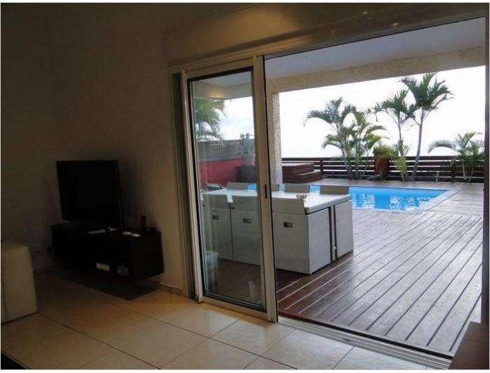 Location de vacances - Villa à Piton Saint-Leu - vue salon vers terrasse