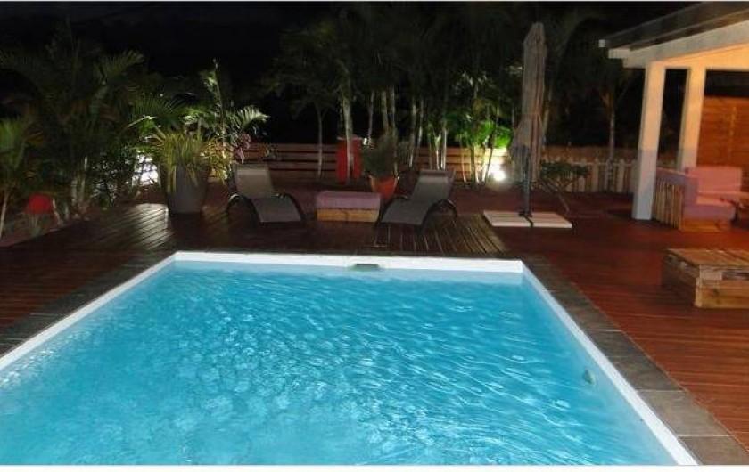 Location de vacances - Villa à Piton Saint-Leu - piscine vue de nuit