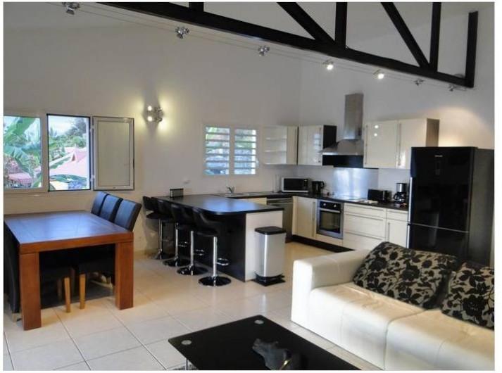 Location de vacances - Villa à Piton Saint-Leu - séjour salon cuisine