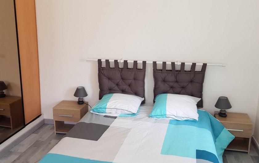 Location de vacances - Appartement à Le Tholy - chambre 1 avec deux grands placards