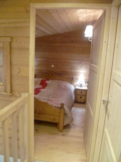Location de vacances - Appartement à Le Corbier - vue depuis le palier à l'étage de la chambre chalet