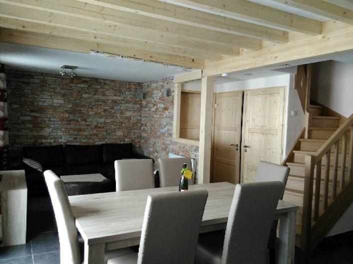 Location de vacances - Appartement à Le Corbier - Séjour salon, escalier donnant à l'étage