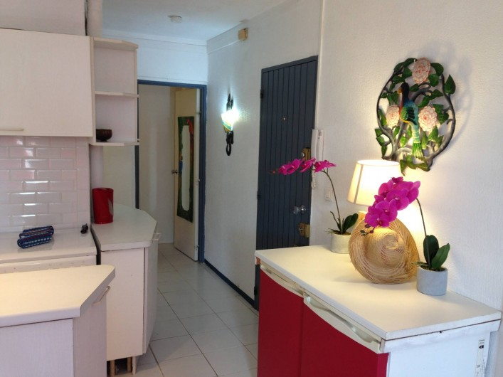 Location de vacances - Appartement à Pointe du Bout - Couloir menant à la salle d'eau et à une chambre