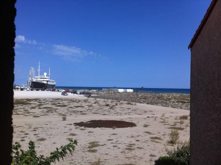 Location de vacances - Villa à Le Barcarès - Vue mer et Lydia de la terrasse