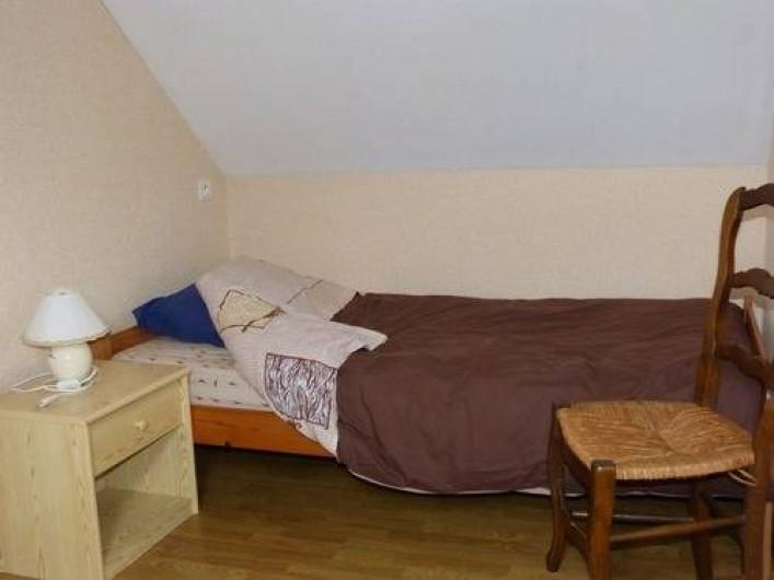 Location de vacances - Gîte à Béganne - chambre 1 lit 90x180 1 commode