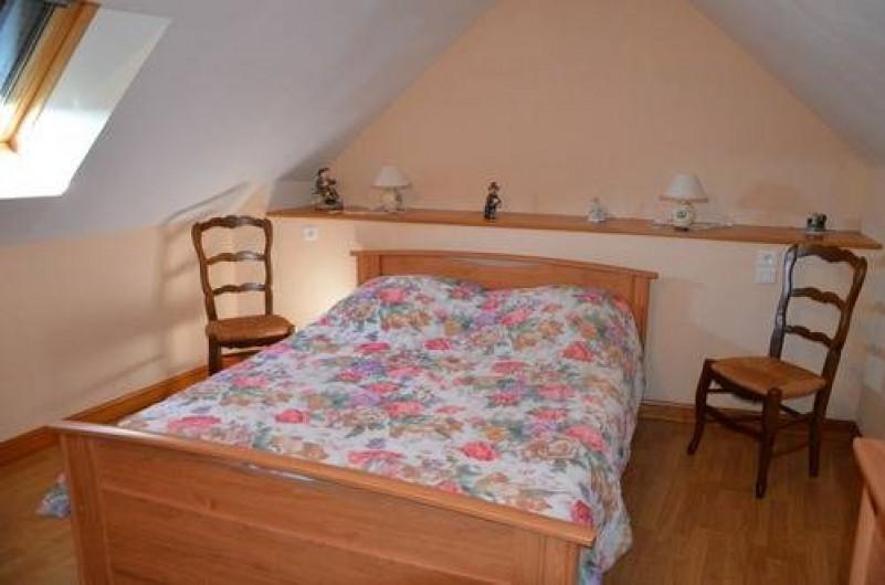 Location de vacances - Gîte à Béganne - Chambre 1 lit 140x180 1 armoire 1 commode