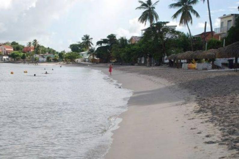 Location de vacances - Appartement à Pointe du Bout - plage située dans le prolongement à 50 m de l'appartement