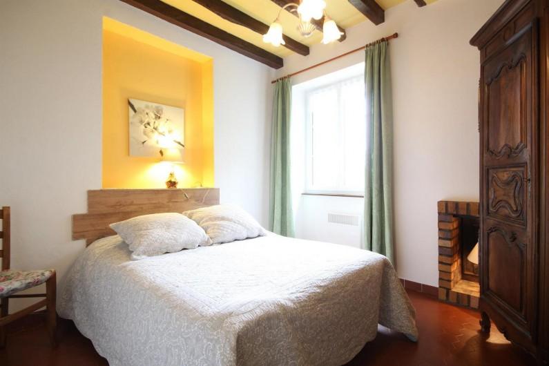 Location de vacances - Gîte à Châtellenot - Chambre n°2 équipée d'un lit bébé