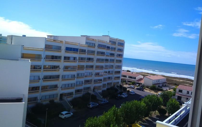 Location de vacances - Appartement à Saint-Hilaire-de-Riez - De la Loggia, on a une vue latérale sur la mer.
