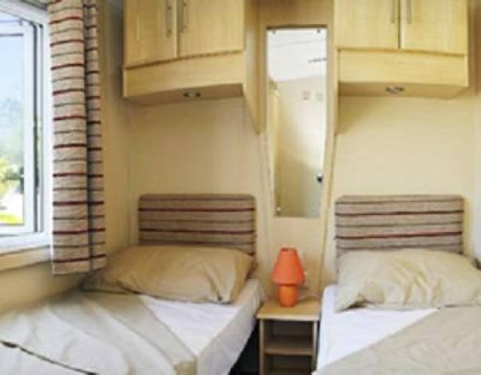 Location de vacances - Bungalow - Mobilhome à Lattes - Chambre twin donnant sur la terrasse