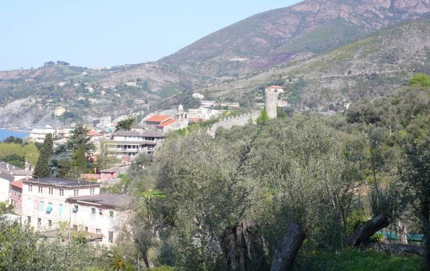Location de vacances - Appartement à Levanto - Le village de Levanto vu de la campagne