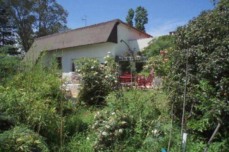 Location de vacances - Appartement à Bagnac-sur-Célé - Maison dans son cadre de verdure