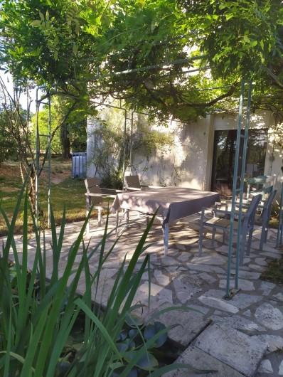 Location de vacances - Appartement à Bagnac-sur-Célé - Terrasse sous pergola
