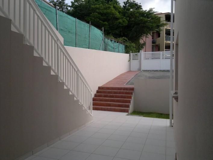 Location de vacances - Maison - Villa à Les Trois-Îlets - entrée parking