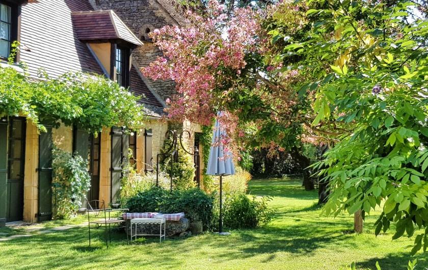 Location de vacances - Chambre d'hôtes à Saint-Crépin-et-Carlucet - Façade maison