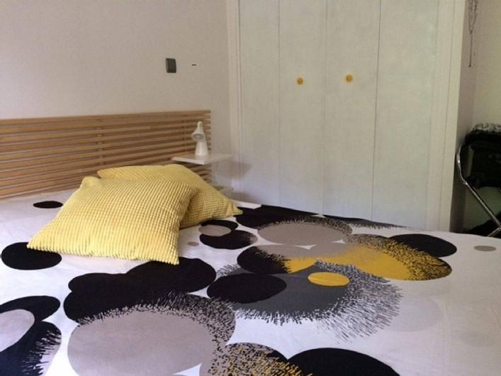 Location de vacances - Appartement à Six-Fours-les-Plages - chambre avec lit 140 et placard