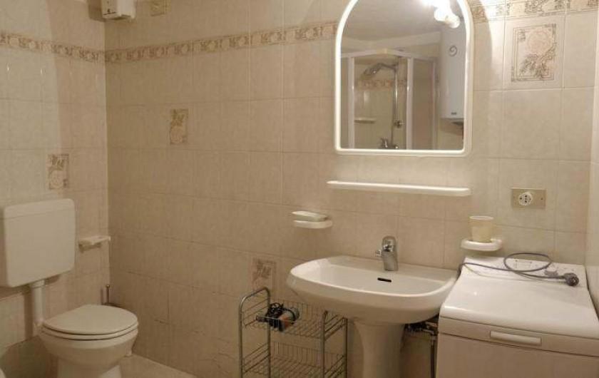 Location de vacances - Appartement à Saint-Nicolas - Salle de bain avec lave linge