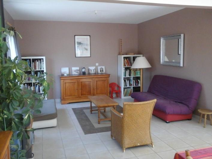"""Location de vacances - Maison - Villa à Carolles - salon 2 canapés """"clic clac"""" double"""
