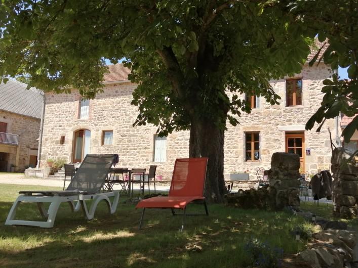 Location de vacances - Gîte à Charensat - Façade sud